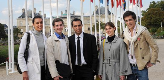 Etudiants étrangers au jardin du Luxembourg