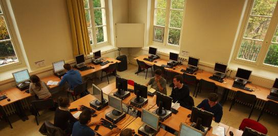 Salle informatique en libre accès