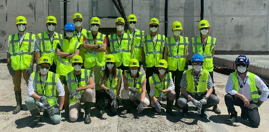 La promotion 2021 des ingénieurs élèves des mines sur le terrain.